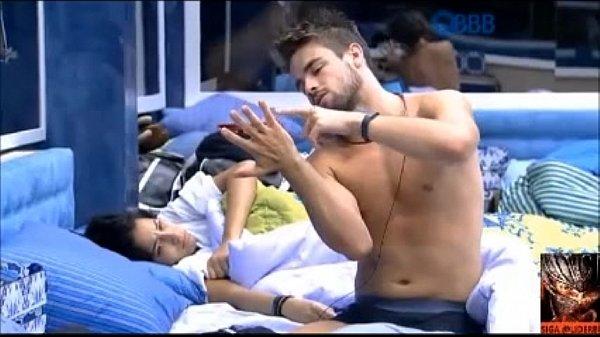BBB15 – Rafael de pau duro na cueca