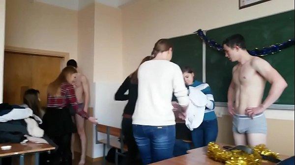 Jogo do striptease na escola